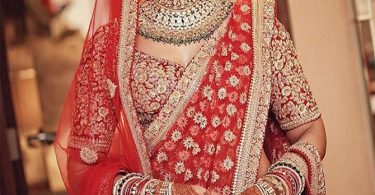 bipasha-basu looks stunning in her wedding lehngha
